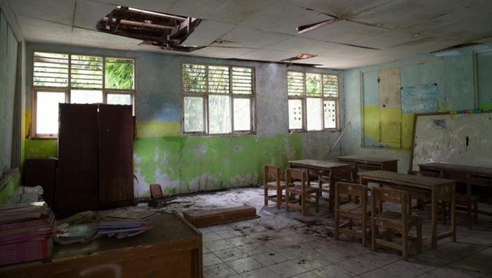 Memperingati Hari Pendidikan Nasional (Hardiknas) berbagai elemen masyarakat terus mendorong guna terciptanya sekolah dasar yang aman dan lebih baik.