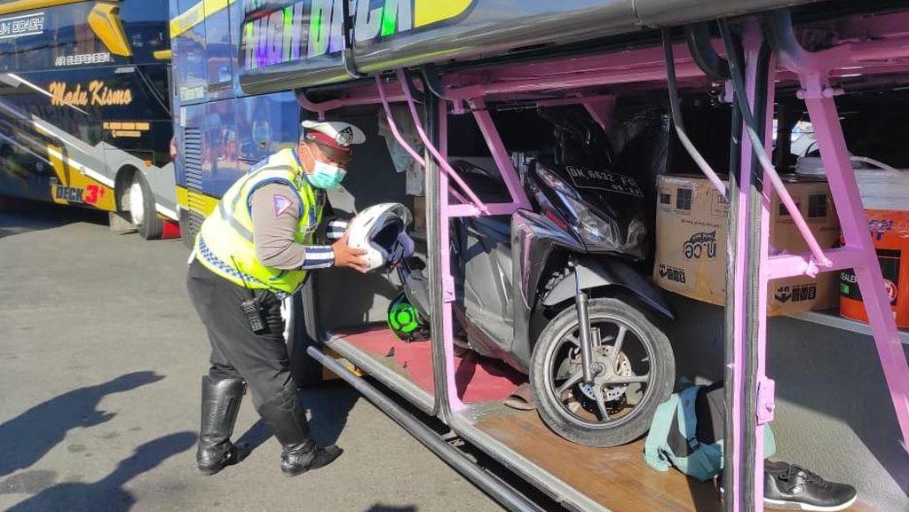 Motor Ditemukan di Bagasi Bus, Polisi Perketat Penyekatan Mudik Pelabuhan Ketapang