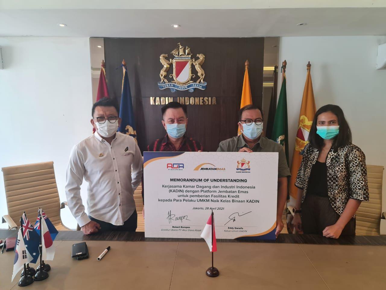 Jembatan Emas, perusahaan peer to peer (P2P) lending, melakukan penandatangan nota kesepahaman dengan Kamar Dagang dan Industri Indonesia (Kadin) untuk pemberian fasilitas kredit produktif kepada komunitas UMKM Naik Kelas binaan Kadin.