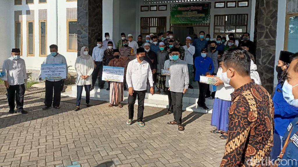 Menteri KKP Ajak Nelayan Probolinggo Budidaya Ikan Kerapu hingga Lobster