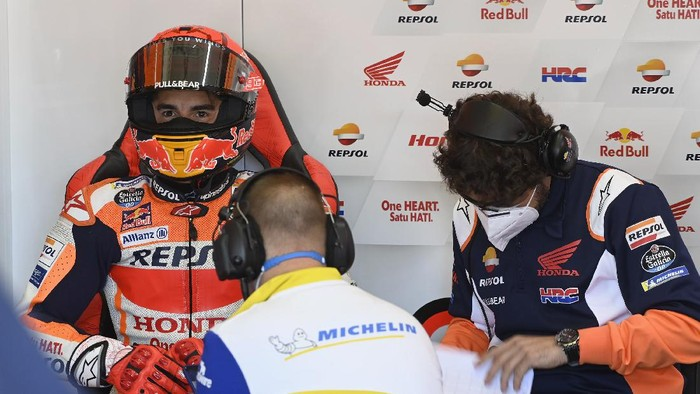 JEREZ DE LA FRONTERA, SPAIN - MAY 01: Marc Marquez of Spain and Repsol Honda Team looks on in box during the MotoGP of Spain - Qualifying at Circuito de Jerez on May 01, 2021 in Jerez de la Frontera, Spain. (Photo by Mirco Lazzari gp/Getty Images)