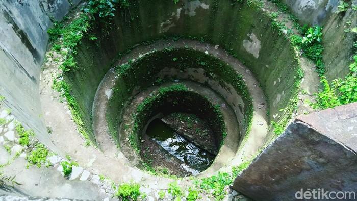 Gunung Pegat di perbatasan Desa Jotangan dan Krakitan, Klaten, Jateng, menyimpan bangunan kuno. Di bawah gunung itu terdapat saluran air bawah tanah dan lima luweng.