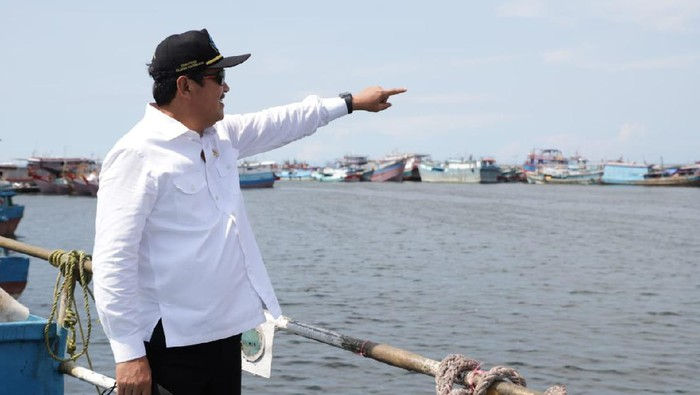 Menteri Kelautan dan Perikanan, Sakti Wahyu Trenggono mendukung industri perikanan di Probolinggo semakin maju.