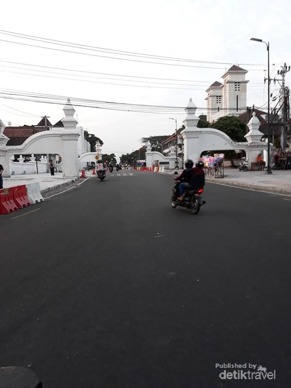 Berbagai bangunan bersejarah peninggalan kesultanan Yogyakarta masih terjaga kelestariannya.