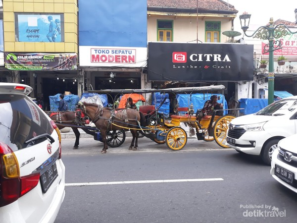 Keberadaan andong di Kota Yogyakarta menjadi daya tarik tersendiri bagi wisatawan.