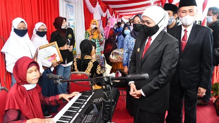 Pemerintah Provinsi Jawa Timur menggelar upacara Peringatan Hari Pendidikan Nasional (Hardiknas) tahun 2021.