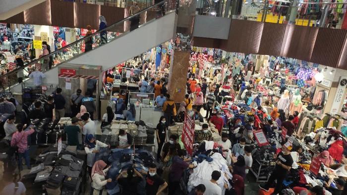 Pusat Pembelanjaan Pakaian di Sidoarjo Mulai Dipadati Pengunjung