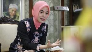 Curhat Istri Cantik Ganjar Pranowo: Saya Mewakafkan Suami untuk Masyarakat