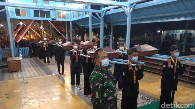 Suasana Malam Selikuran di Keraton Solo menyambut hari ke-21 Ramadhan, Minggu (2/5/2021).