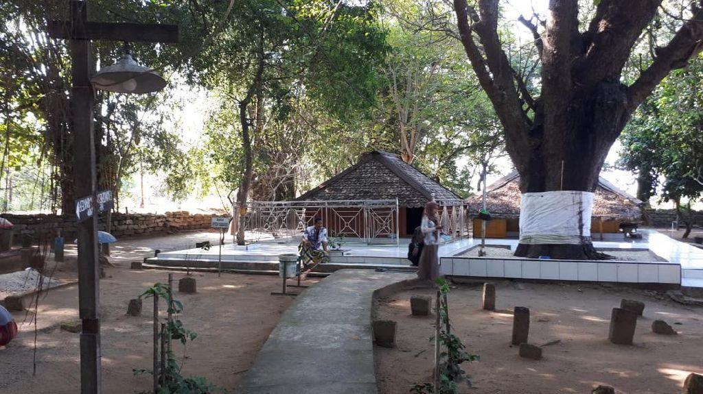 Makam Syech Subakir Kerap Didatangi Warga yang Melakukan Ritual