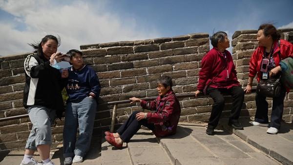 China memang bisa mengendalikan pandemi virus Corona. Sempat ada wabah baru di awal tahun 2021, namun pemerintah dengan sigap mendesak pekerja migran untuk tinggal di rumah selama Tahun Baru Imlek. (AFP/NOEL CELIS)