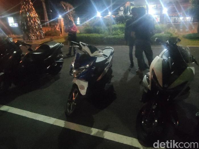 Tiga remaja yang melakukan balapan liar di jalur protokol di Kabupaten Cianjur berhasil diamankan polisi