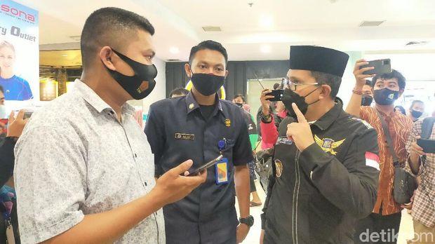 Wali Kota Makassar Danny Pomanto ngamuk di mal melihat kerumunan tanpa protokol kesehatan.