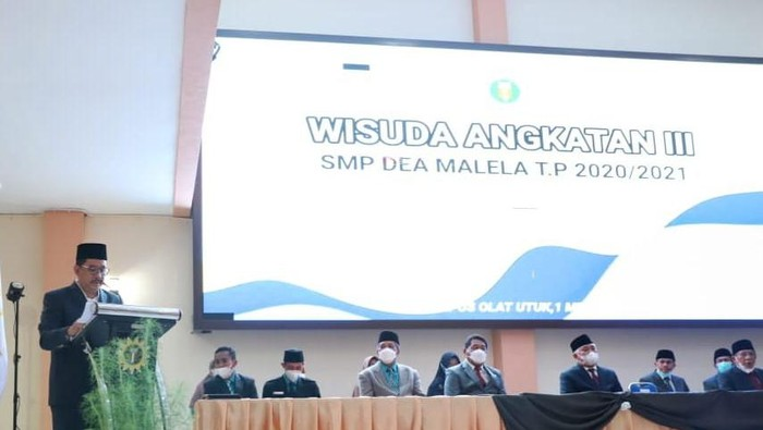 Wamenag Zainut Tauhid Saadi di acara Wisuda SMP dan SMA Pesantren Modern Internasional Dea Malela di Sumbawa