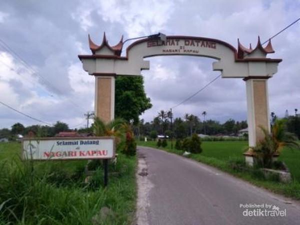 Gerbang penanda masuk Nagari Kapau