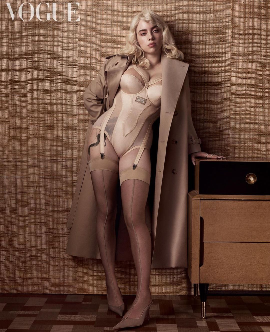 Billie Eilish tampil seksi di majalah Vogue Inggris.