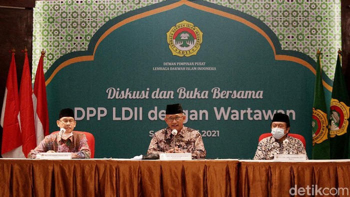 Lembaga Dakwah Islam Indonesia (LDII) ajak masyarakat gotong royong tangani pandemi COVID-19. Salah satunya dengan tetap di rumah dan tak mudik jelang Lebaran.