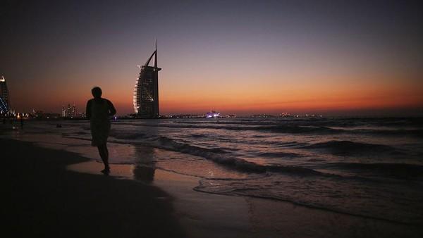 UAE. United Arab Emirates melarang semua penerbangan terkecuali penerbangan kargo selama 10 hari. Christopher Furlong/Getty Images