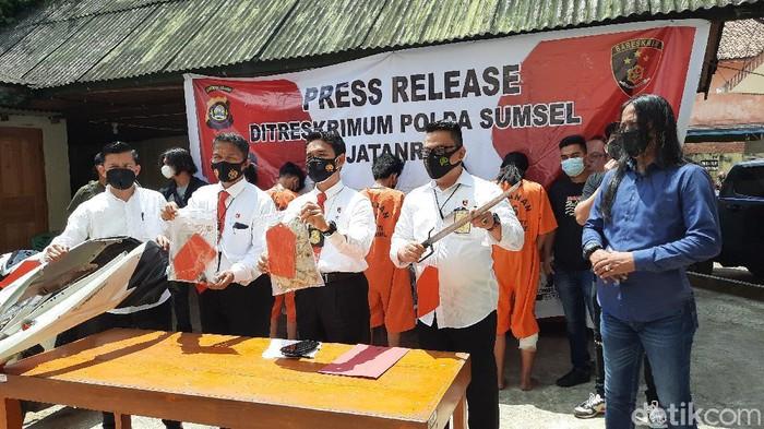 Enam pelaku begal sadis di Palembang ditangkap. Para pelaku bermodus tawuran untuk mengalihkan korban (Prima Syahbana/detikcom)
