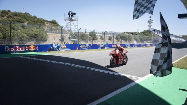 JEREZ DE LA FRONTERA, SPAIN - MAY 02: Jack Miller of Australia and Ducati Lenovo Team cuts the finish lane and celebrates the victory during the MotoGP race during the MotoGP of Spain - Race at Circuito de Jerez on May 02, 2021 in Jerez de la Frontera, Spain. (Photo by Mirco Lazzari gp/Getty Images)