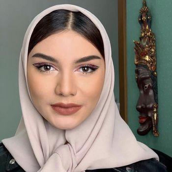 Foto Jihane Almira tampil beda dengan memakai hijab ala wanita Lebanon.