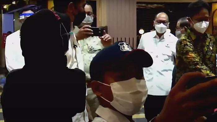 Jokowi dan Anies Tinjau Vaksinasi COVID-19 di GI