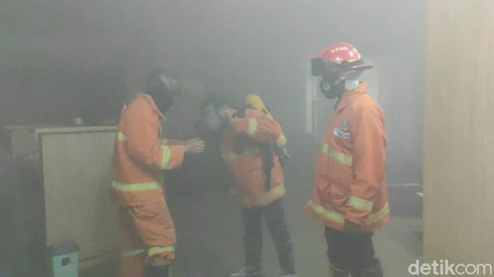 Kantor Bank Mandiri Kantor Cabang (KC) Jember di Jalan Ahmad Yani, Kecamatan Patrang terbakar sekitar pukul 20.05 WIB. Kebakaran diduga karena adanya korsleting listrik yang berasal dari UPS (Alat penyimpan daya listrik) di ruangan server, yang berada di lantai 3 gedung tersebut.