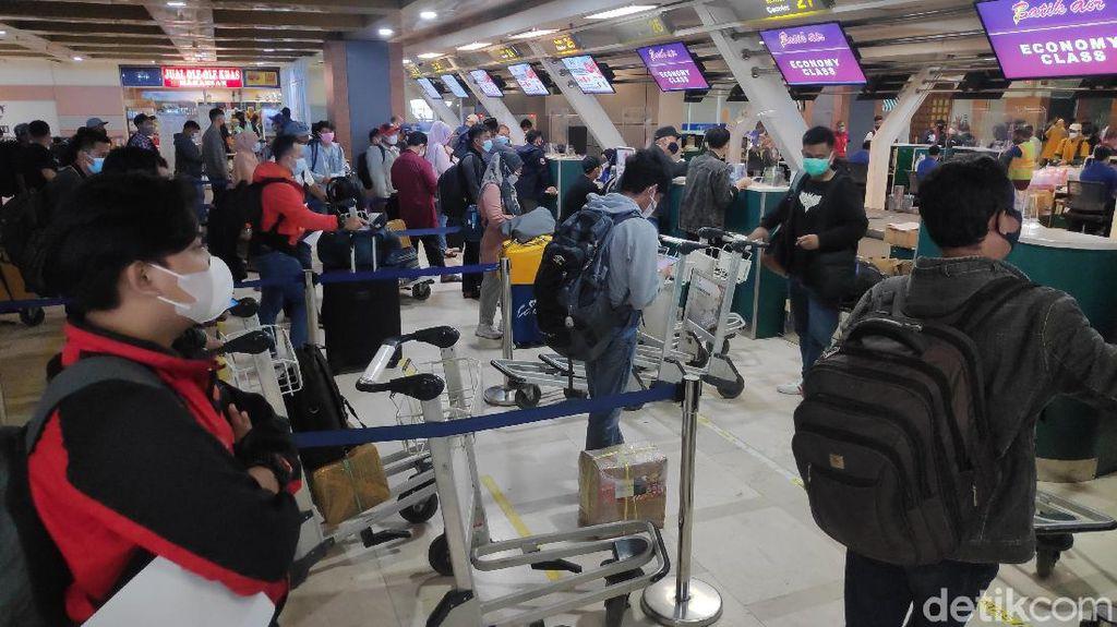 H-2 Mudik Dilarang, 25 Ribu Penumpang Padati Bandara Hasanuddin Makassar