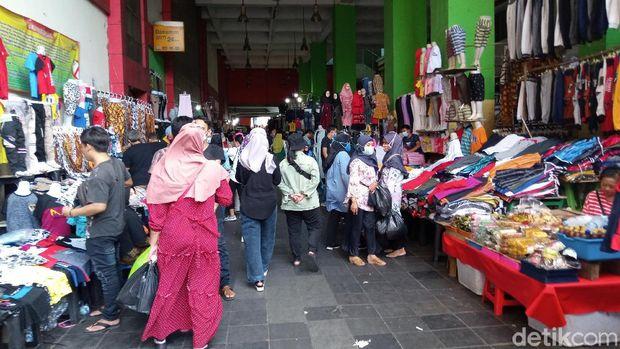 Kondisi Pasar Tanah Abang, Jakpus pagi in.
