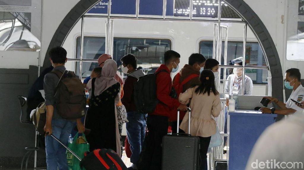 KAI Prediksi 2.100 Penumpang Tiba di Jakarta Hari Ini