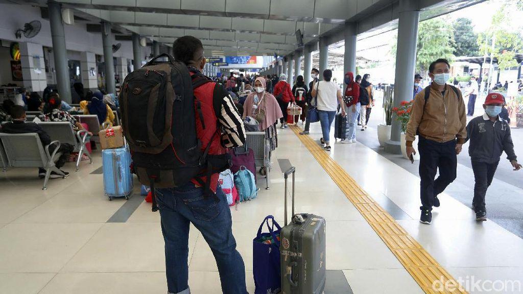 7.500 Penumpang Berangkat dari Stasiun Senen Hari Ini