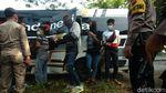 Melihat Aksi Polisi Lakukan Pengetatan Pemudik Awal