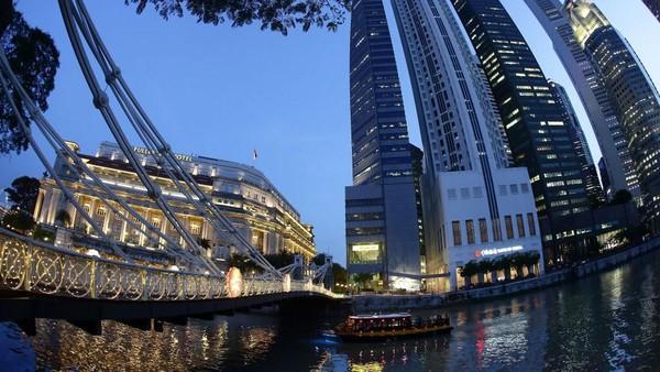 Singapura. Singapura mewajibkan karantina selama 14 hari dan kewajiban tinggal di rumah selama 7 hari bagi mereka yang baru datang dari India. Suhaimi Abdullah/Getty Images