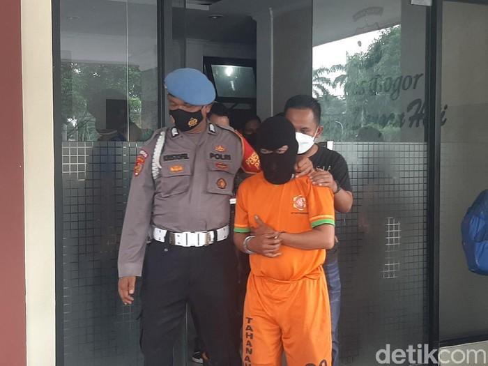 Penodong Kurir di Bogor