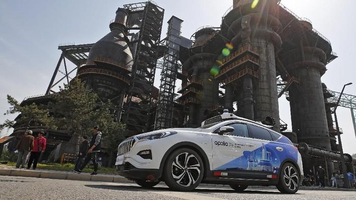 Raksasa teknologi China Baidu meluncurkan layanan taksi tanpa pengemudi 2 Mei lalu. Apollo Go pun jadi layanan robotaxi berbayar pertama yang tersedia di China.