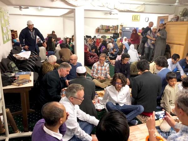 Suasana iftar di mushala SGB sebelum pandemi