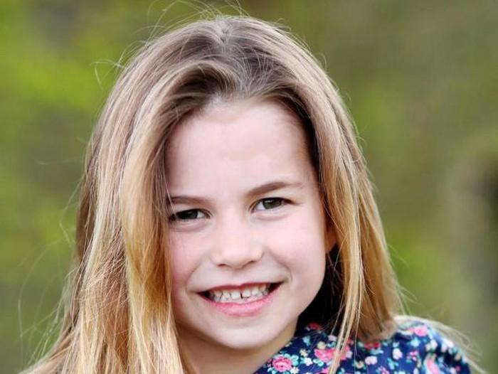 Putri Charlotte di umur enam tahun.