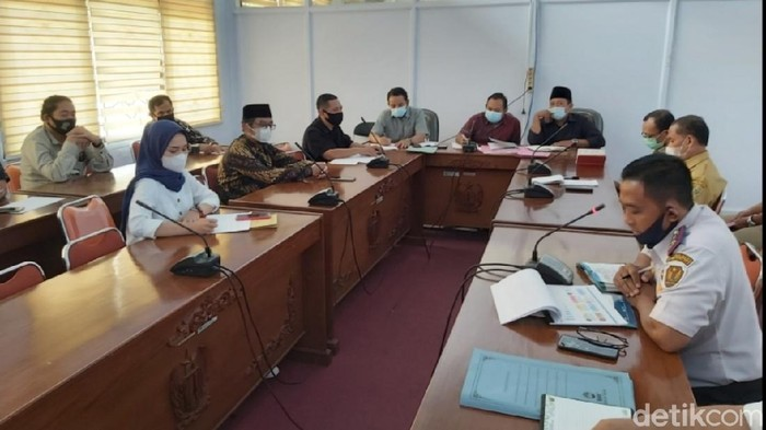 Rapat gabungan bersama Komisi I DPRD Kabupaten Pekalongan, Senin (3/5/2021).