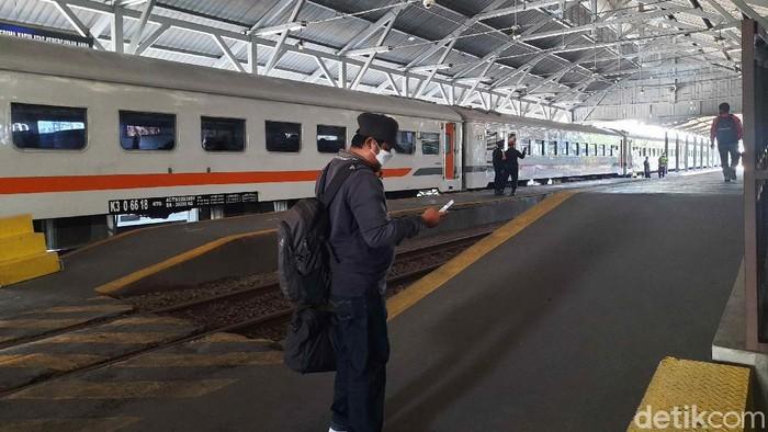 Masa larangan mudik akan berlaku mulai 6-17 Mei. Hingga H-3 mudik dilarang, tidak ada lonjakan pemudik di Stasiun Wonokromo, Surabaya.