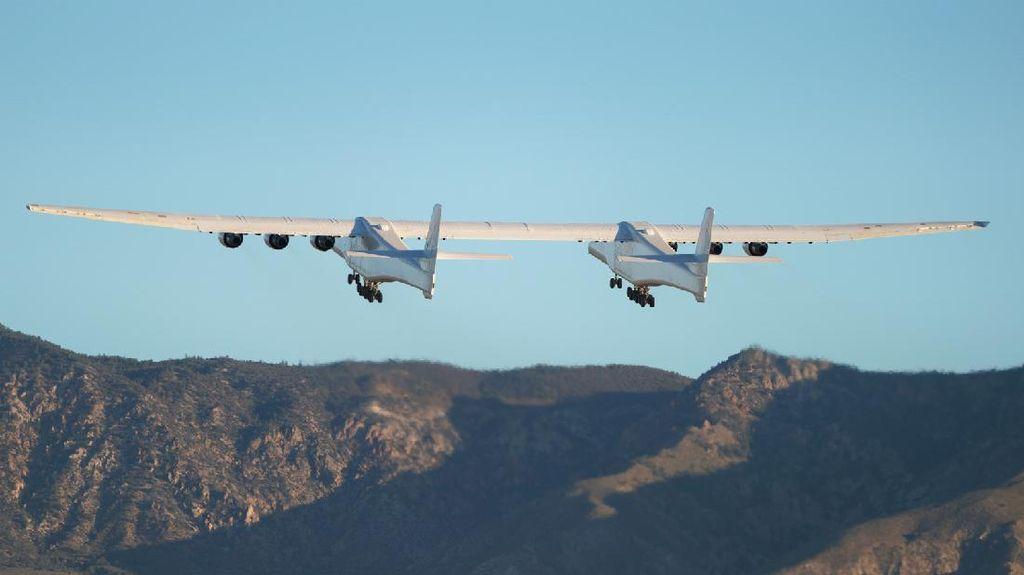 Impresif! Pesawat Terbesar Sejagat Terbang Tinggi