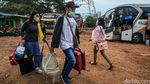 Terminal Bayangan di Tangerang Ramai Pemudik Sebelum Mudik Dilarang