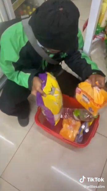 TikToker Willie Salim traktir ojol belanja di minimarket