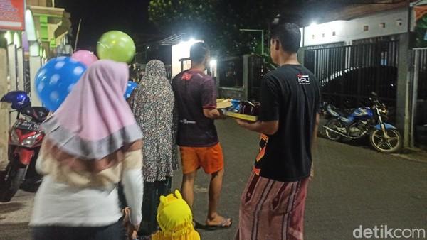 Tradisi tersebut sudah berlangsung turun temurun, namun tidak bisa menyebut pasti kapan dan mengapa tradisi itu bisa berlangsung setiap malam 21 Ramadhan. (Mochamad Saifudin/detikTravel)