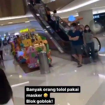 viral pria mengumpas pengunjung mal pakai masker