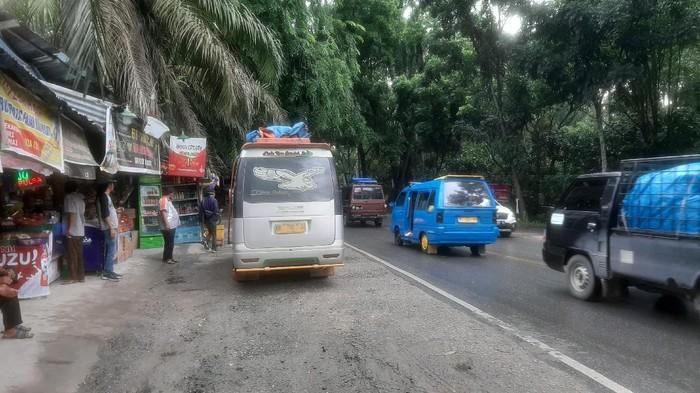 Aktivitas kendaraan pemudik di jalur lintas Pekanbaru