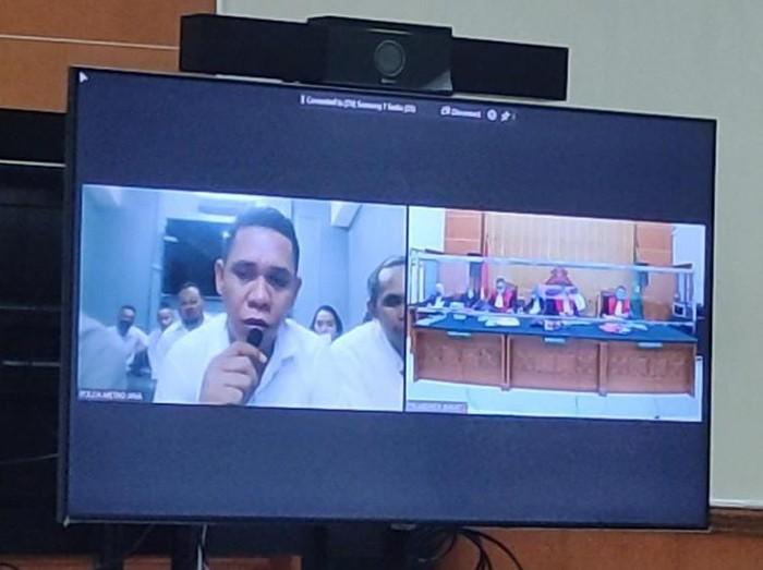 Anak buah John Kei, Bony Haswerus bersaksi di persidangan kasus penyerangan Green Lake City