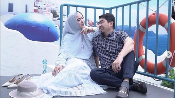 April Jasmine, istri Ustaz Solmed