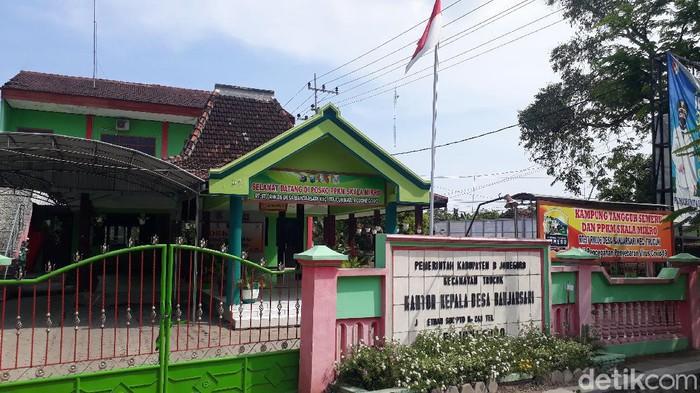 Surat permintaan bingkisan Lebaran (THR)yang ditandatangani Kades Banjarsari, Fatkhul Huda beredar luas. Ia mengaku membuat surat itu sebagai proposal sukarela.