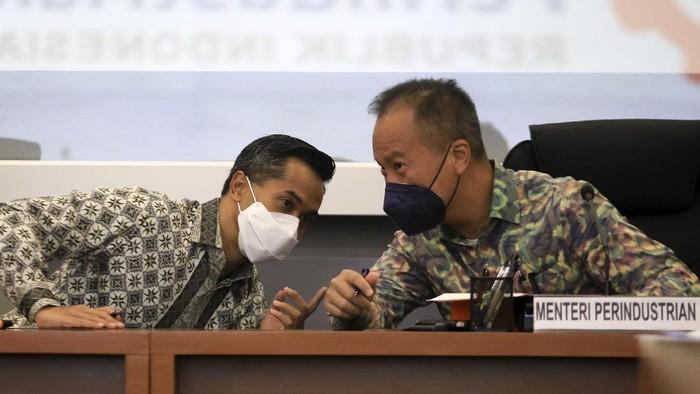 Menperin Agus Gumiwang Kartasasmita memberikan dukungannya kepaa calon ketua umum Kadin Anindya N. Bakrie.