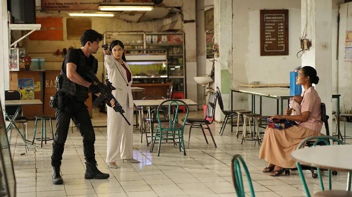 Film Konfabulasi yang dibuat dengan Galaxy S21 Ultra, serta dibintangi Dian Sastrowardoyo dan Reza Rahadian.